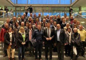 Auf dem Bild: Die Mitglieder der CDU-Stadtverbände Medebach und Hallenberg mit den Bürgermeistern Thomas Grosche (Medebach) und Michael Kronauge (Hallenberg) beim Besuch des Paul-Löbe-Hauses mit MdB Patrick Sensburg